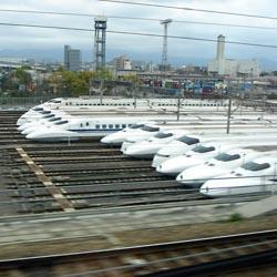 Ъ - В Японии поезд на магнитной подушке впервые