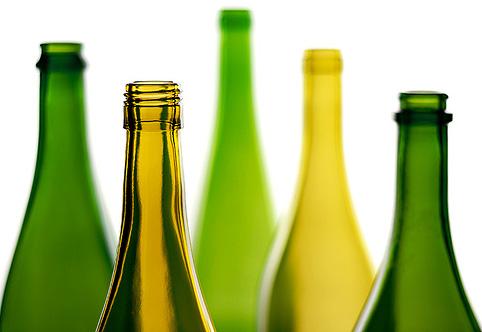Привычные стеклянные бутылки когда-то тоже выдували поштучно