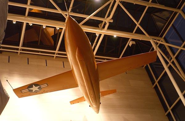 В настоящее время самолет X-1, на котором Чак Йегер впервые преодолел звуковой барьер, экспонируется в Национальном музее воздухоплавания и космонавтики (National Air and Space Museum) в Вашингтоне. Фото: USAF/Senior Airman J.G. Buzanowski.